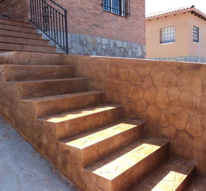 Beton polymere sur escaliers et mur
